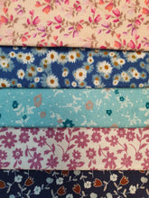 Load image into Gallery viewer, Ditsy Floral Mix Fat Quarter Bundle  100% Cotton