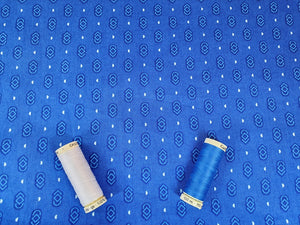 Essential Trend Blender Links on a Blue Background 100% Cotton