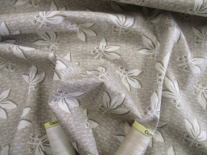 Clothworks Design Berries & Leaves Ivory on Light Beige 100% Cotton