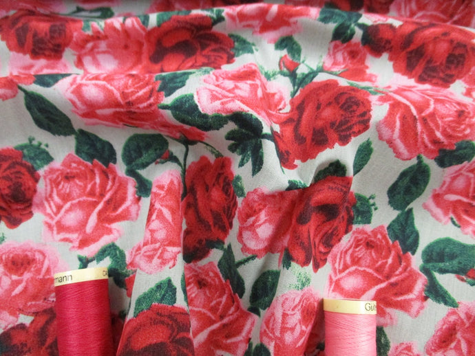 Vintage Roses Red and Pink on a Mint Background Poly Cotton