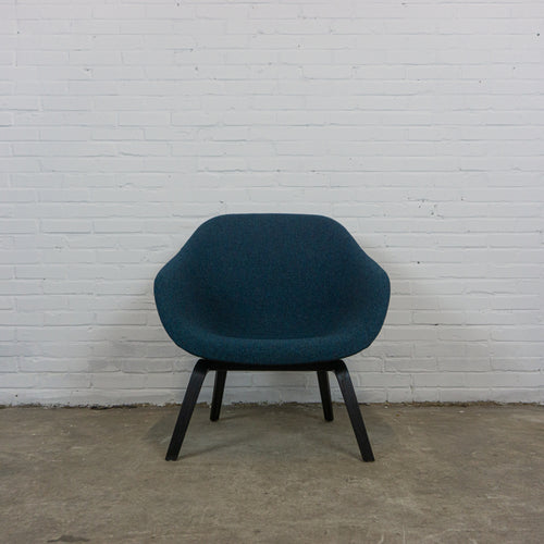 Hay about a lounge chair donker blauw
