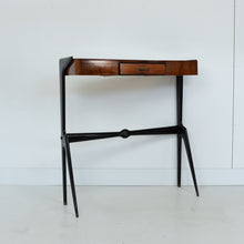 Afbeelding in Gallery-weergave laden, Side table van Rozen hout