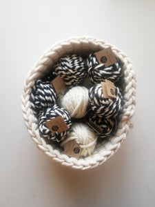 Black Color Twist Wool Ball