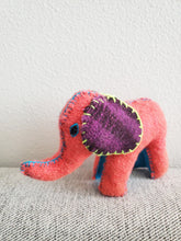 Load image into Gallery viewer, Handmade 100% Wool / Elephant / Mexican Folk Toy