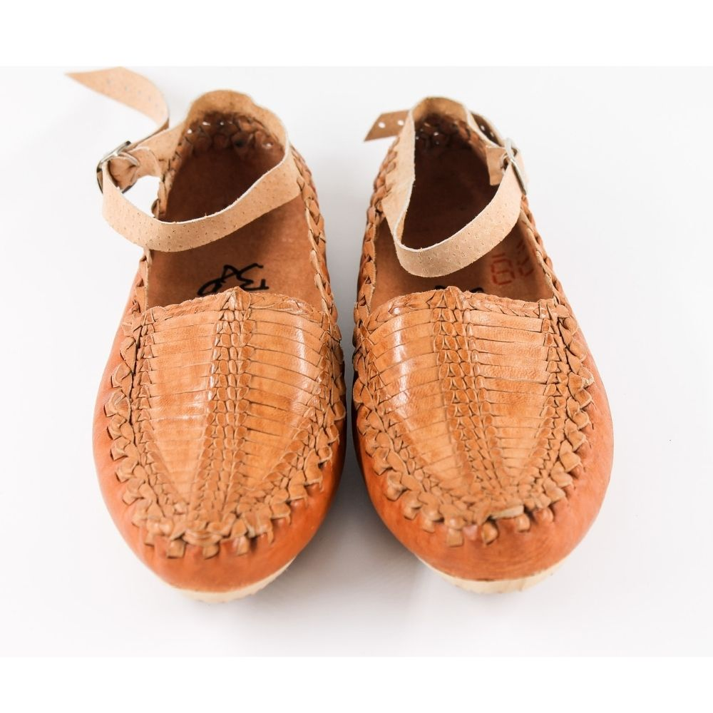 Men's handmade leather moccasins; flexible, comfortable and made of 100% natural leather to imitate a barefoot walking feel.