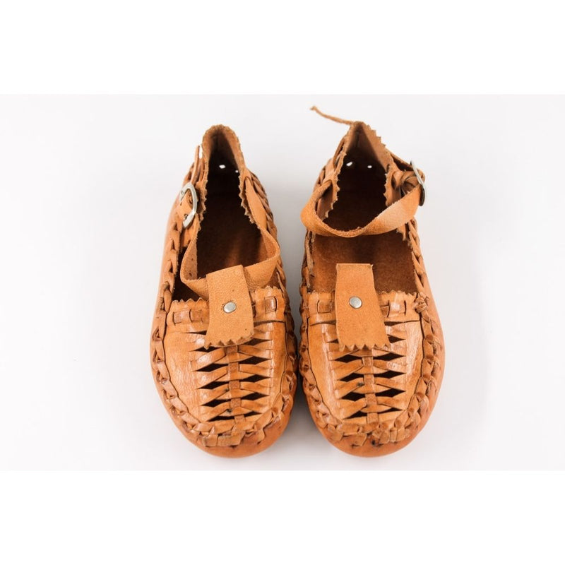 Kid's handmade leather moccasins; flexible, comfortable and made of 100% natural leather to imitate a barefoot walking feel.