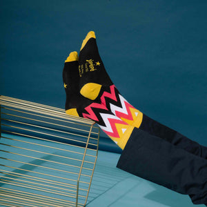 products/Chaussettes-flammes-noir-lifestyle.jpg