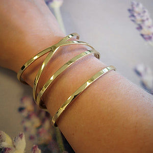 CROSS LINE BANGLE