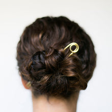 Load image into Gallery viewer, Le Loop Brass Bun Pin - 4""