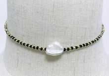Load image into Gallery viewer, Black/Gold Pearl Necklace