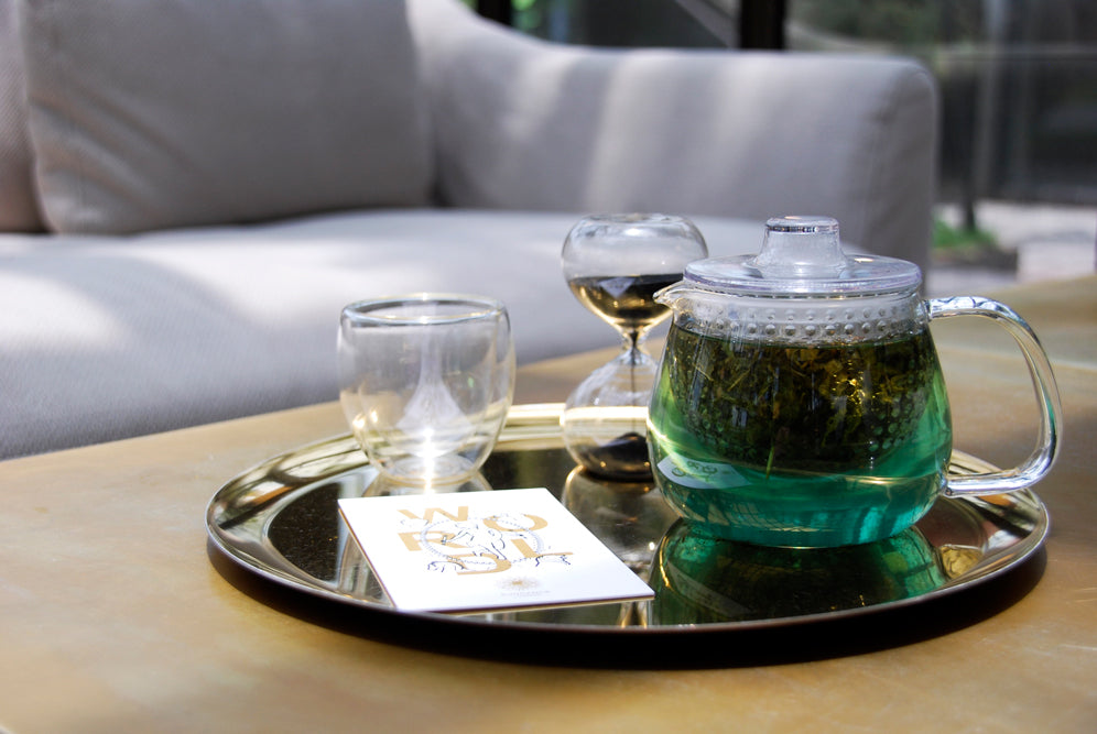 UNITEA unimug brewing tea on a tray with glass cups