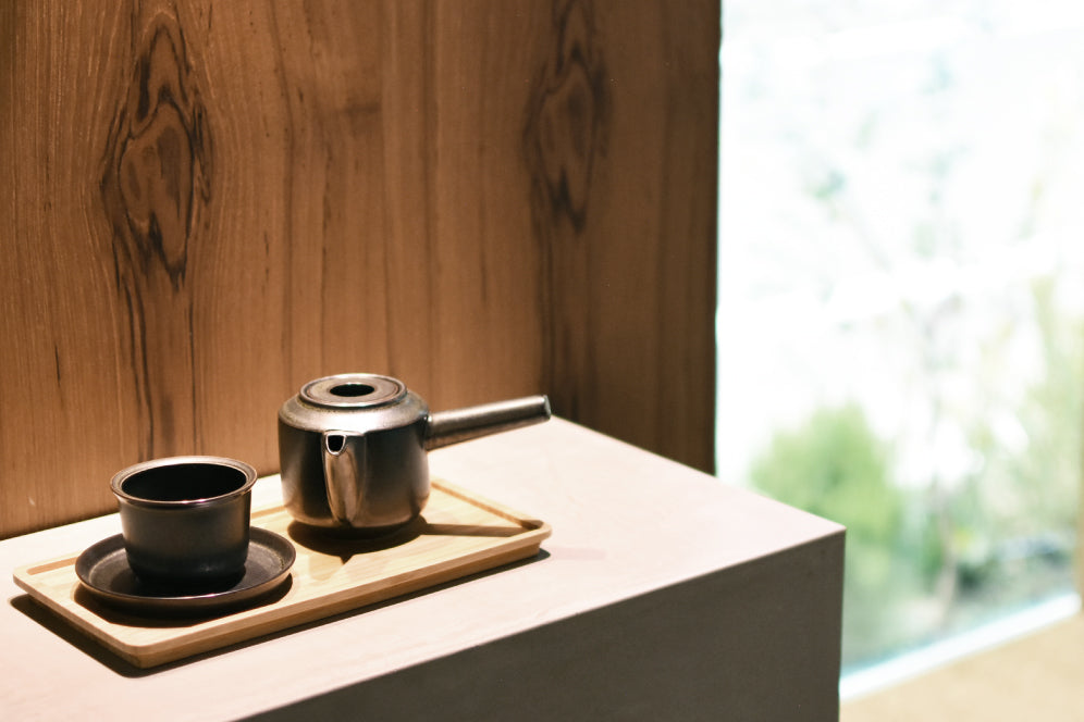LT kyusu teapot in black on display with LT cup and saucer