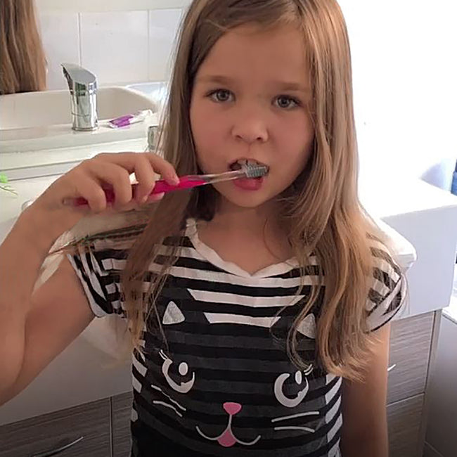 Aspiring dentist and blogger, 7 year old Ella shares her review of Plaque Glo. (video)