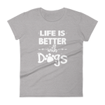-LIFE IS BETTER WITH DOGS- Frauen Kurzarm T-Shirt