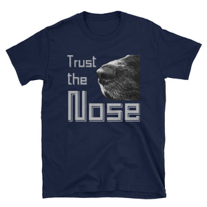 -Trust the Nose- Kurzarm-Unisex-T-Shirt