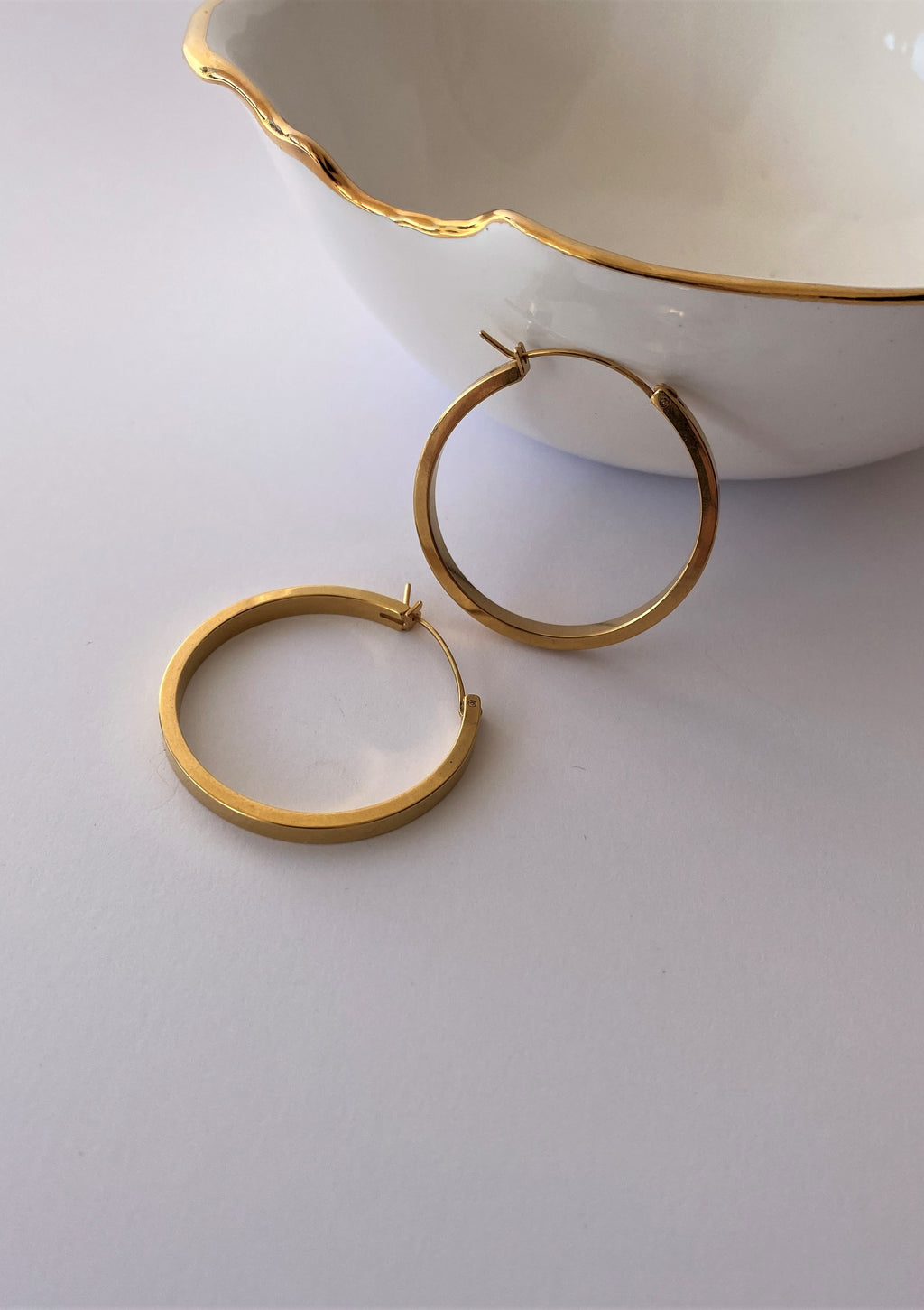 THE SHELBY GOLD-PLATED HOOPS - LARGE
