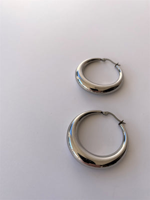 THE LEONI CHUNKY SILVER HOOPS
