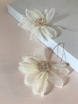 THE TALI FLOWER EARRINGS - WHITE