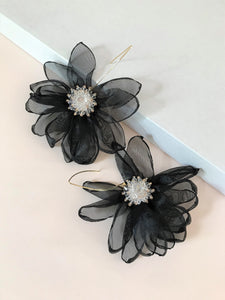THE TALI FLOWER EARRINGS - BLACK