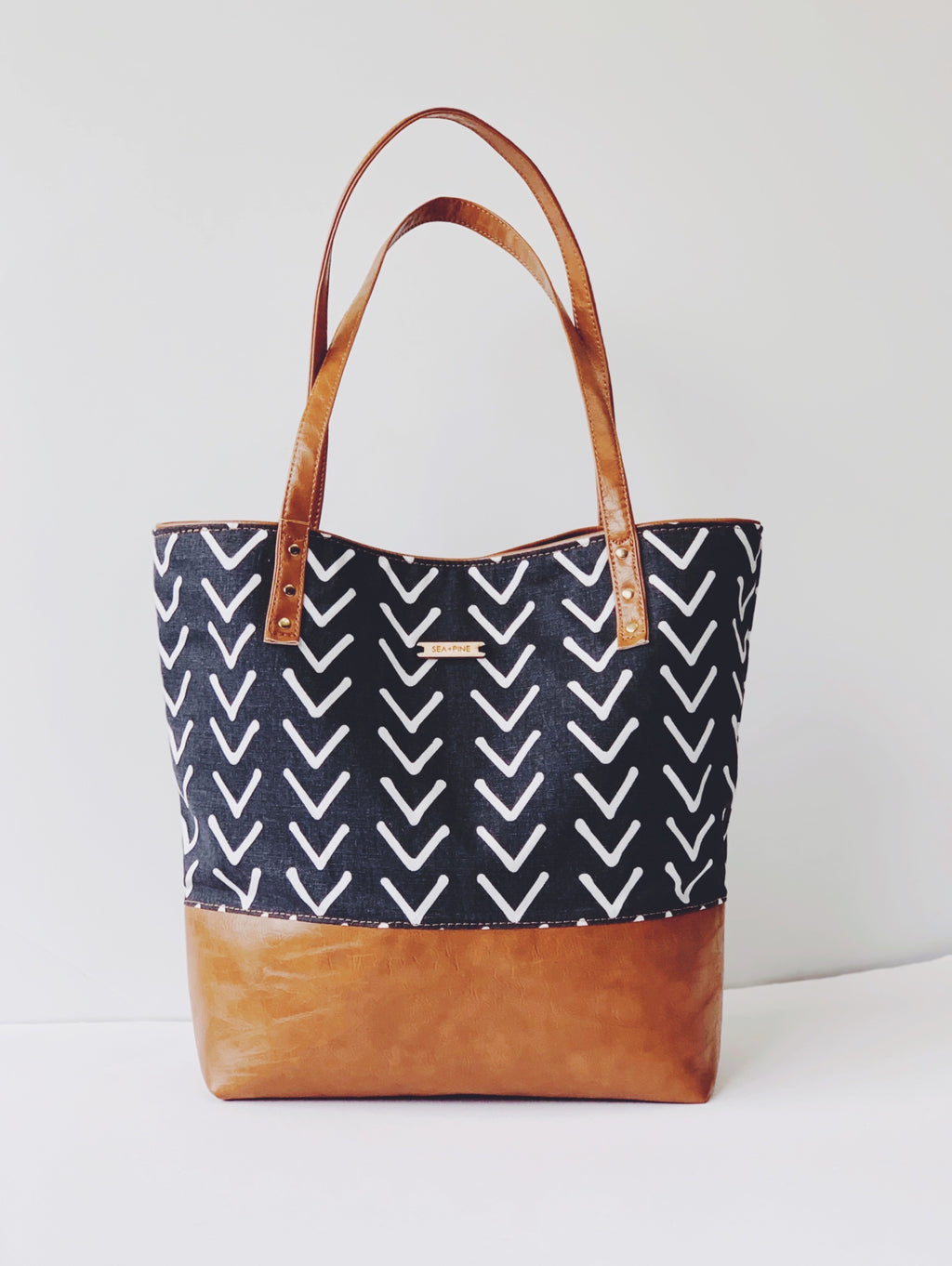 Signature Tote, Charcoal Valley