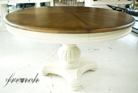 CAMBRIDGE ROUND PEDESTAL EXTENSION TABLE WITH PATTERNED OAK TOP