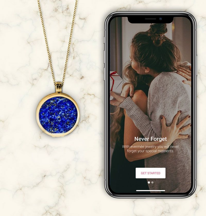 smart locket necklace explainer