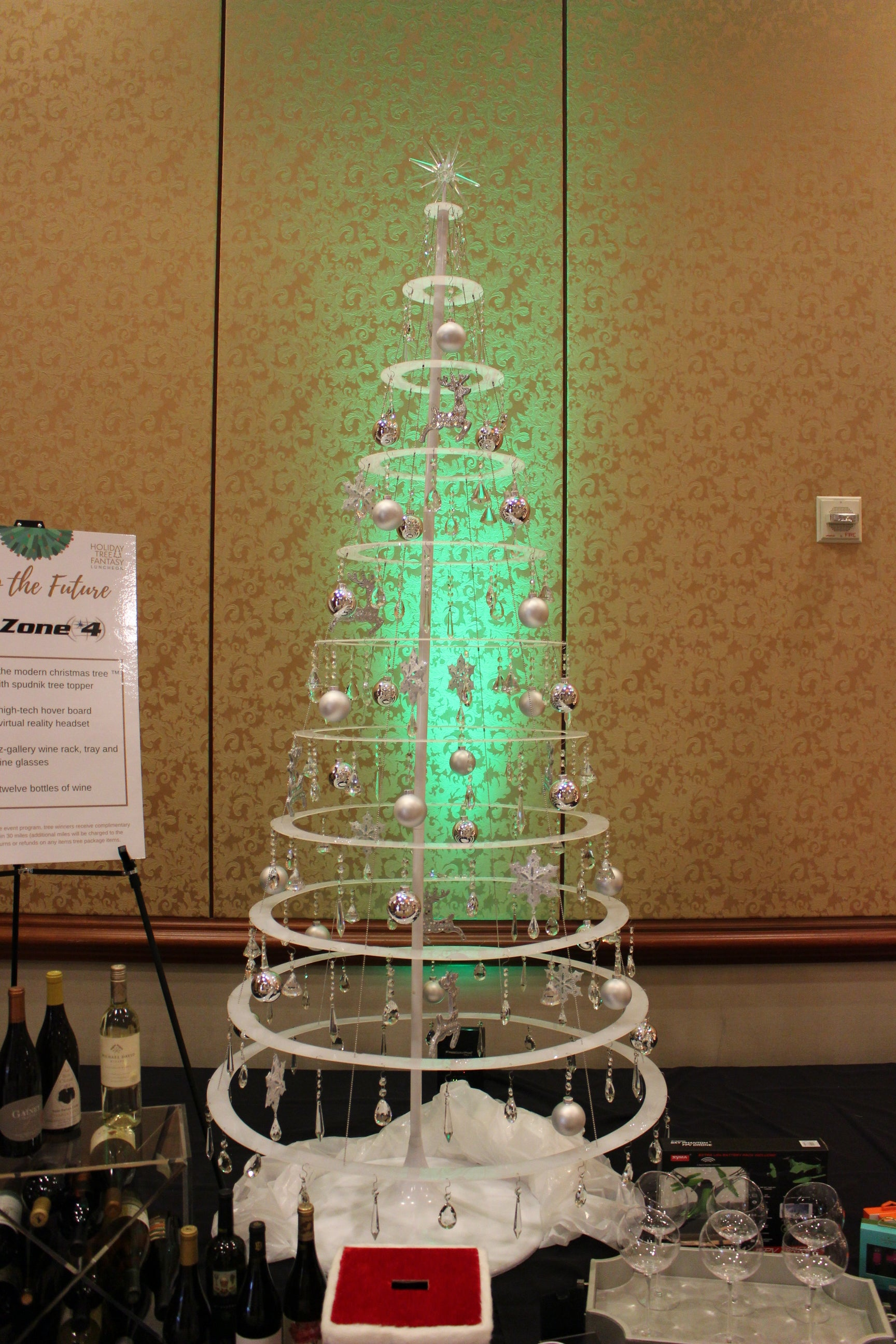 A wired Christmas tree in white