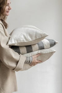 Linen cushion MOMENT