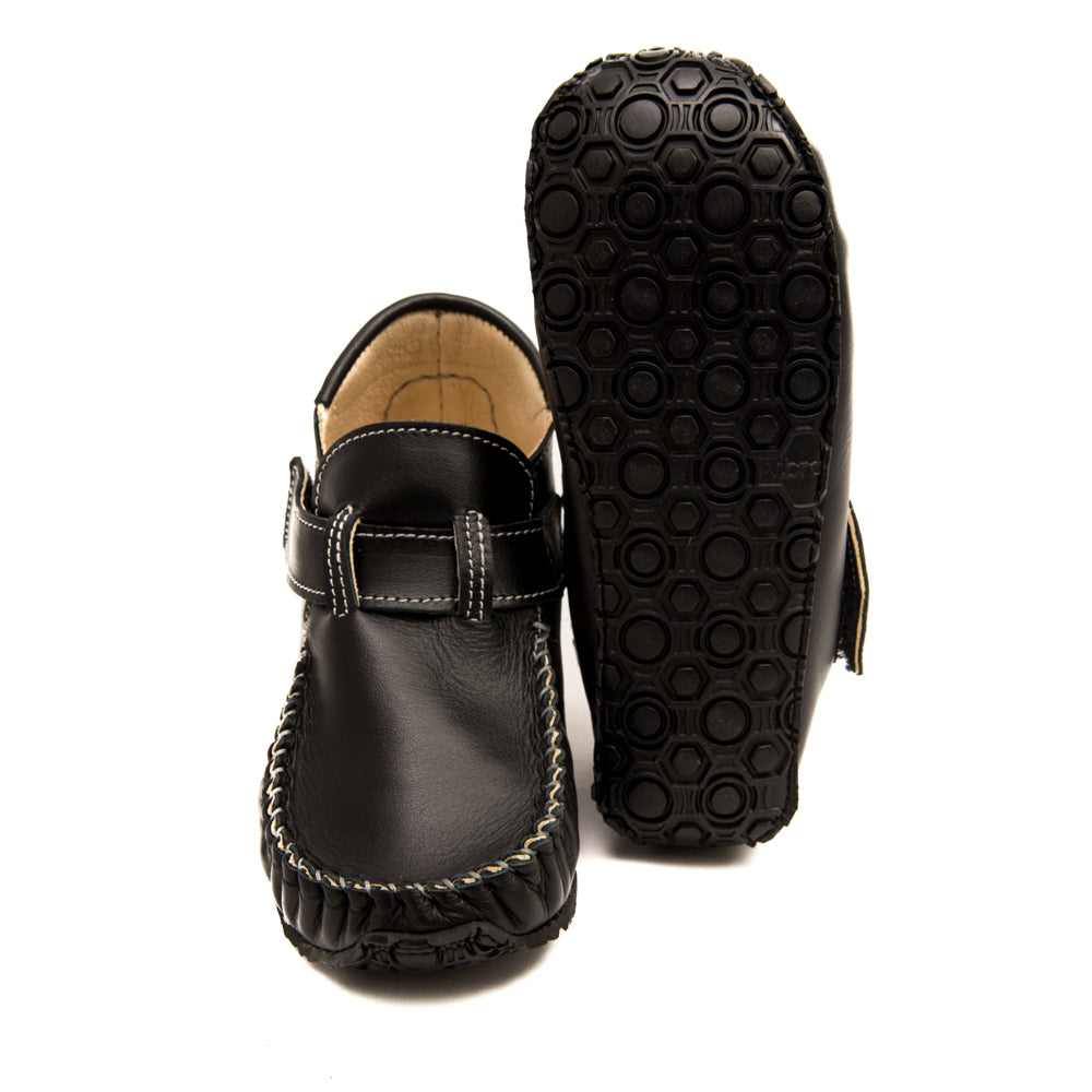 Picture of Vibram sole on Zeazoo's black minimalist shoe for kids