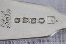 Load image into Gallery viewer, A wonderful set of 7x British made hallmarked sterling silver dinner forks (470.23g)