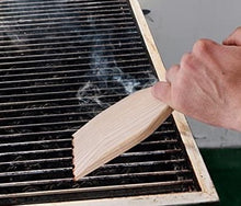 Load image into Gallery viewer, BBQ & Braai grid scraper - only 1 in stock below cost!