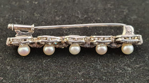 An exquisite vintage Pearl and Diamond brooch set in Platinum with 5 Pearls 44 diamonds