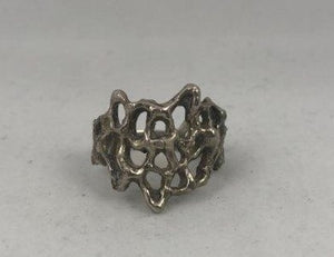 A vintage silver ladies fashion ring
