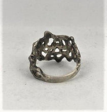 Load image into Gallery viewer, A vintage silver ladies fashion ring