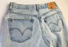 Load image into Gallery viewer, Vintage Ultra Lightwash 560 Levi's
