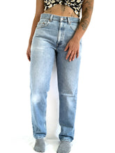 Load image into Gallery viewer, 550 Vintage Stonewash Levi's