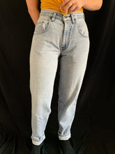 Load image into Gallery viewer, Vintage 90s Silvertab Levis