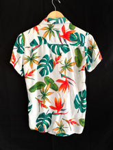 Load image into Gallery viewer, Vintage Monstera Plant Button Up