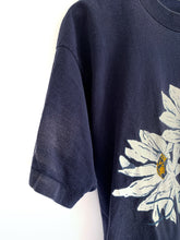 Load image into Gallery viewer, Vintage 90's Daisy flower crop tee