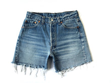 Load image into Gallery viewer, Vintage Levis 501 Cutoff Shorts
