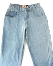 Load image into Gallery viewer, Lightwash Bugle Boy Jeans