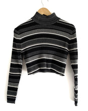 Load image into Gallery viewer, Vintage Crop Turtle Neck