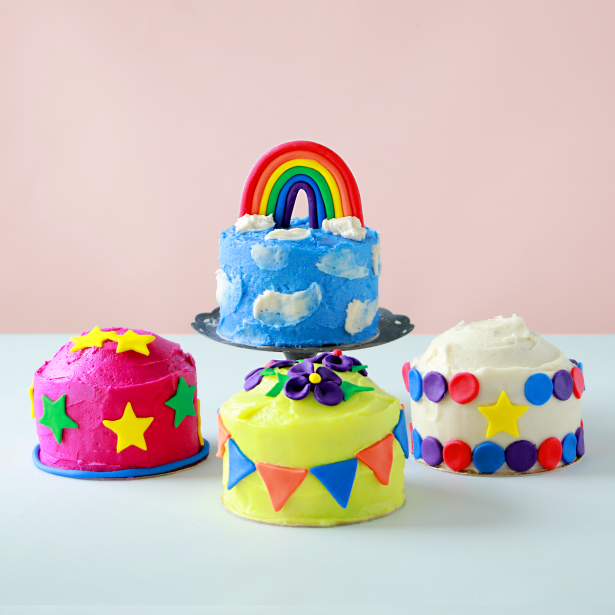 Mini Cakes - Easy baking homemade cakes made from a Poppikit cake kit
