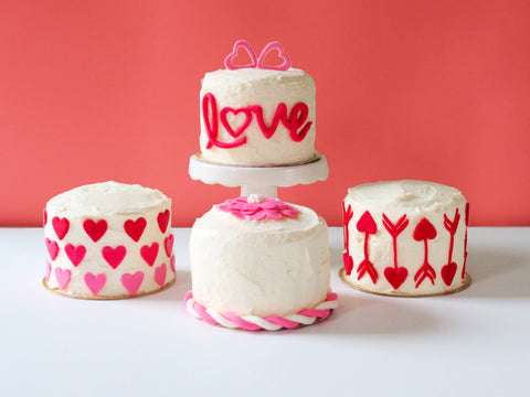 Valentine's Day Mini Cakes with Fondant Decoration