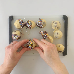 Making cookies from mash up baking kit