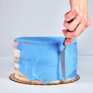 Frosting cake with blue buttercream