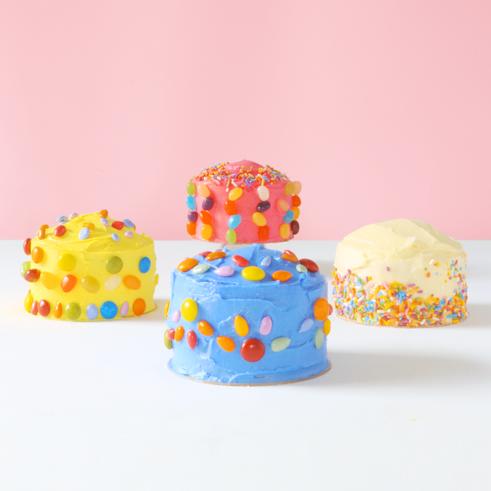 Mini cake kit with natural candy decorations