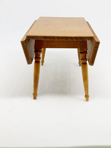 Table with sides that fold
