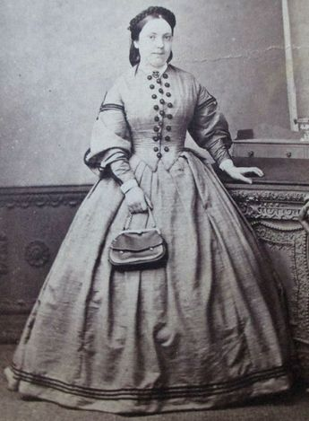 1860s woman with purse