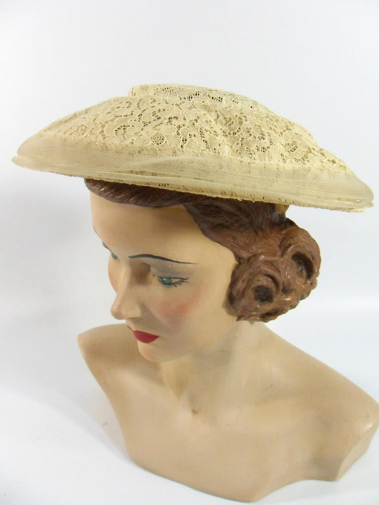 1940s 1950s Hat in Taupe Lace - side